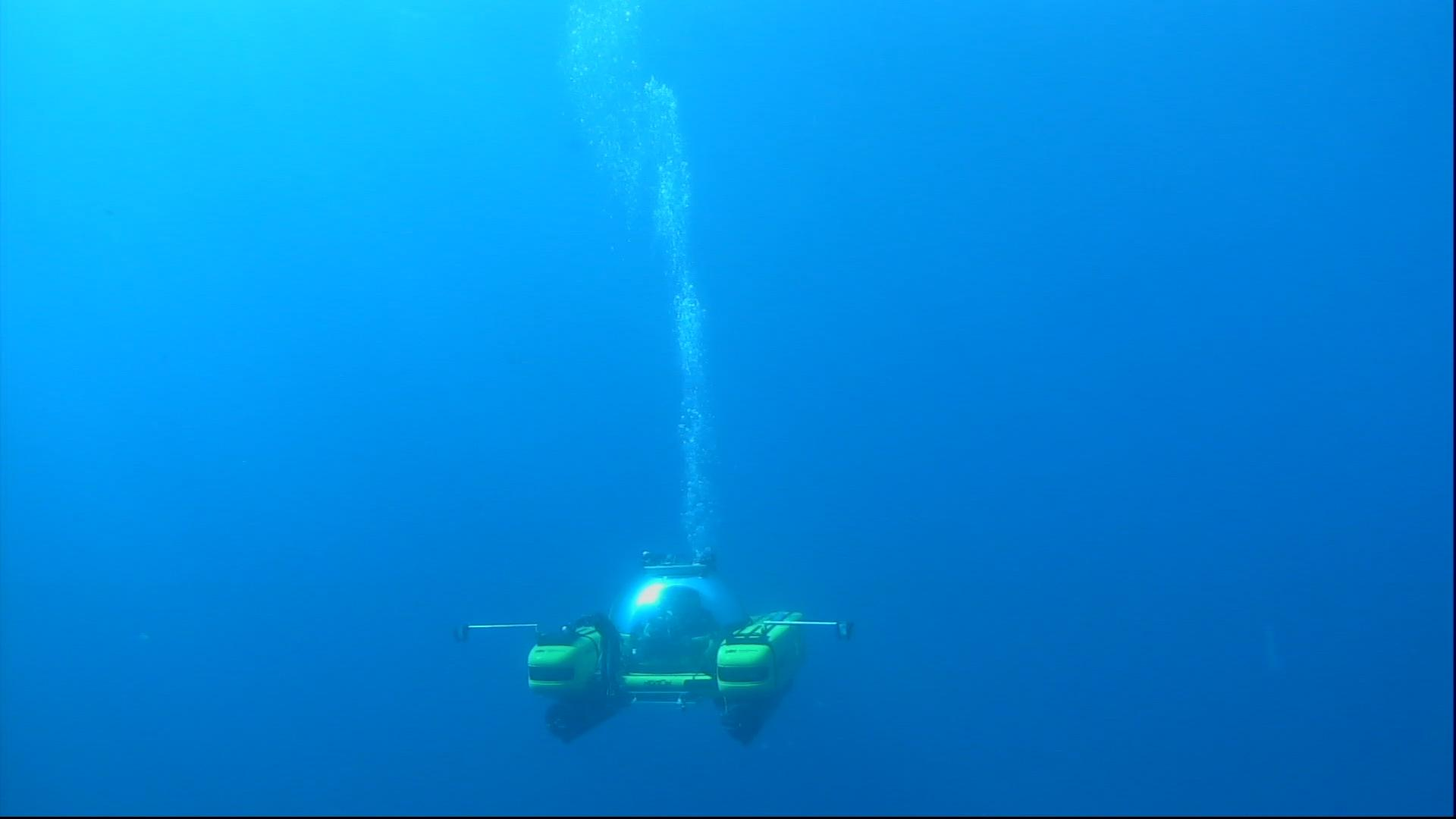 EM 2 Submersible equipped with Teledyne Bowtech lights and cameras