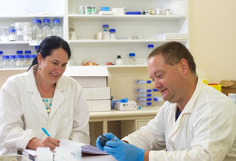 em1 Butcherine and Benkendorff in the lab crop 767